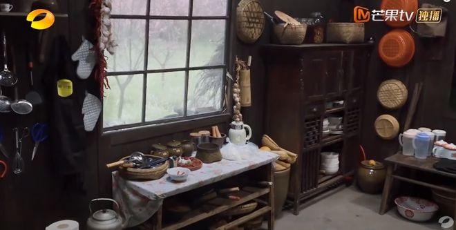 厨具挂在墙上