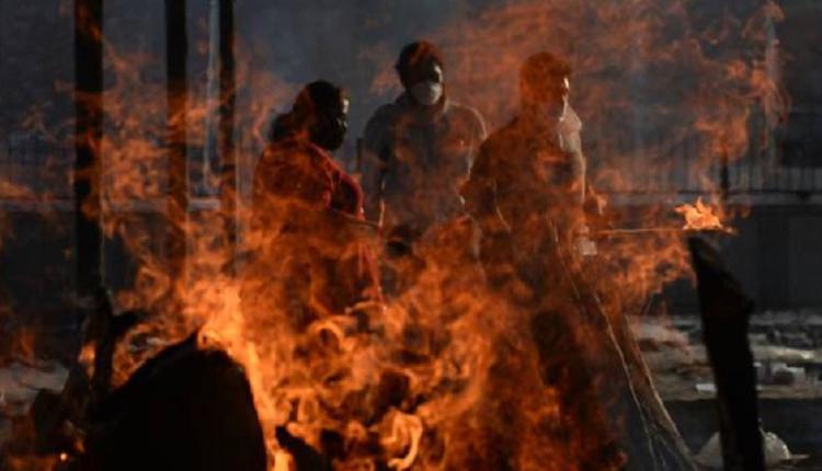 印度疫情,焚烧尸体