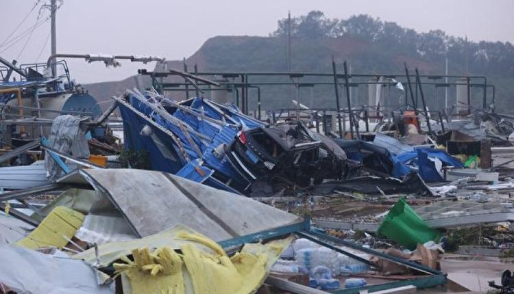 2021年5月15日,中国湖北省武汉市遭到9级龙卷风后的景象