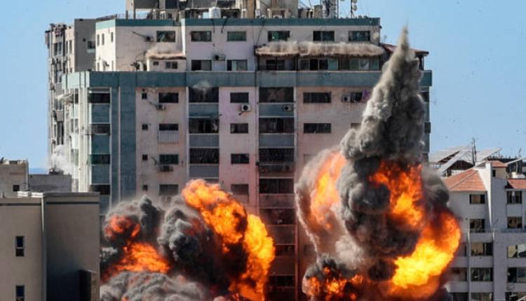 美联社和半岛电视台等其他媒体在加沙市的办公大楼于2021年5月15日遭以色列空袭后倒塌