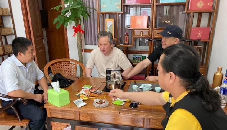 苏州维权人士王和英的茶叶店开业 遭警方围捕