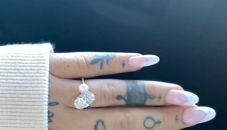 A妹晒出的订婚戒指