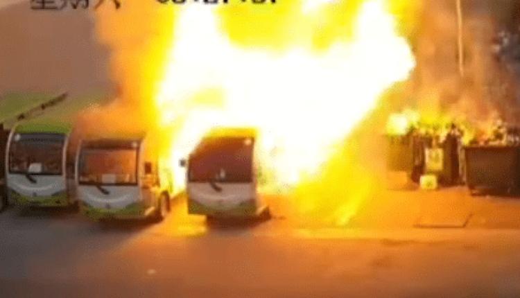 广西百色学院4辆电动大巴车起火