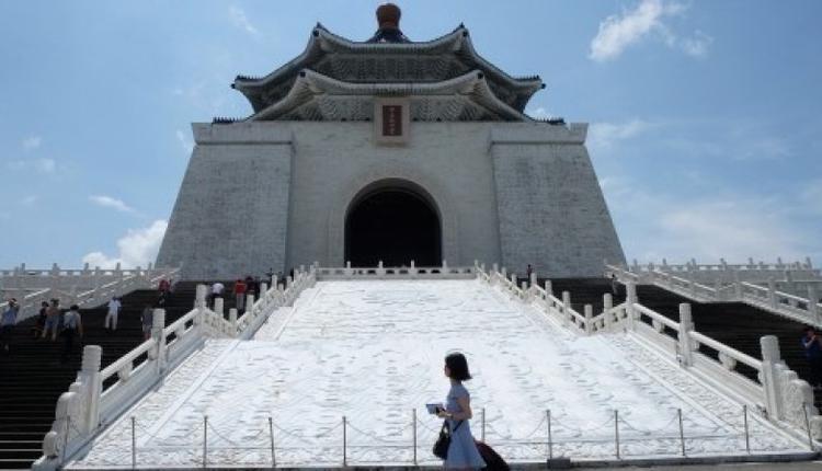 图为台湾地标式建筑位于台北的国立中正纪念堂