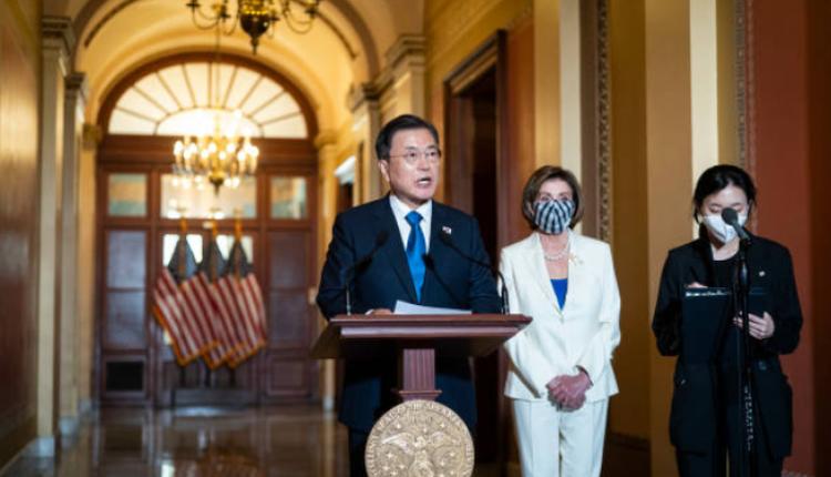 韓國總統文在寅訪美舉行美韓峰會,於20日和美國眾議院議長佩洛西事先會面