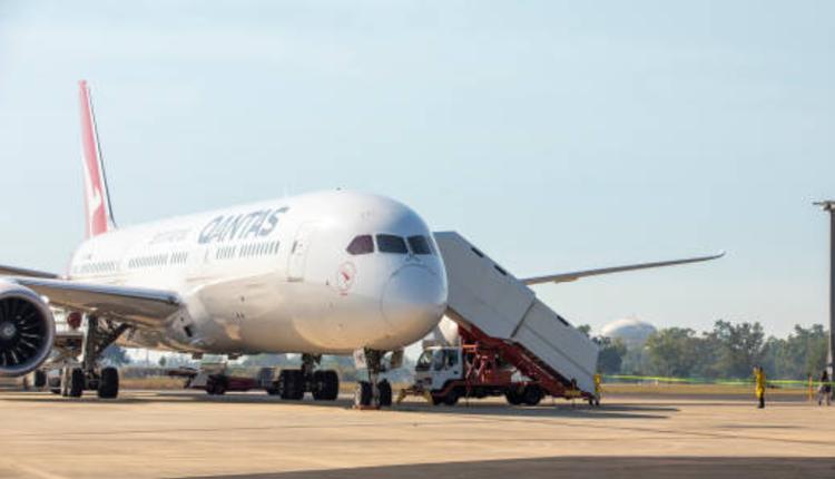 首架从印度飞抵达尔文的撤侨航班