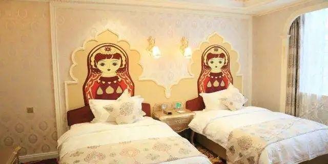 床上两个大套娃