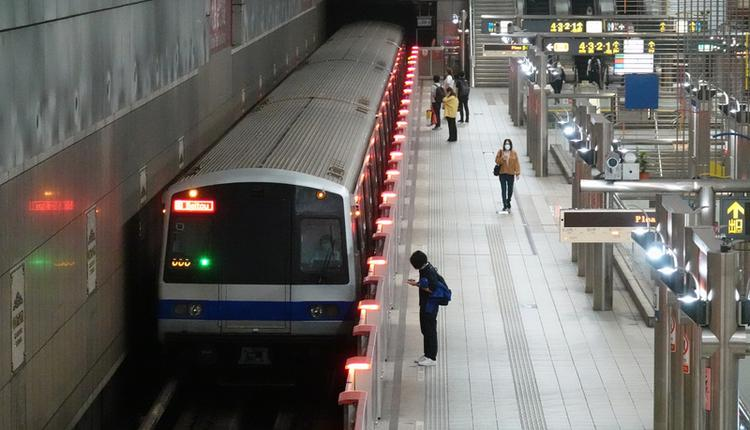 台北捷运站人潮