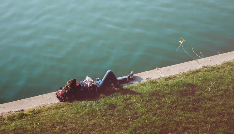 躺 悠闲 舒适
