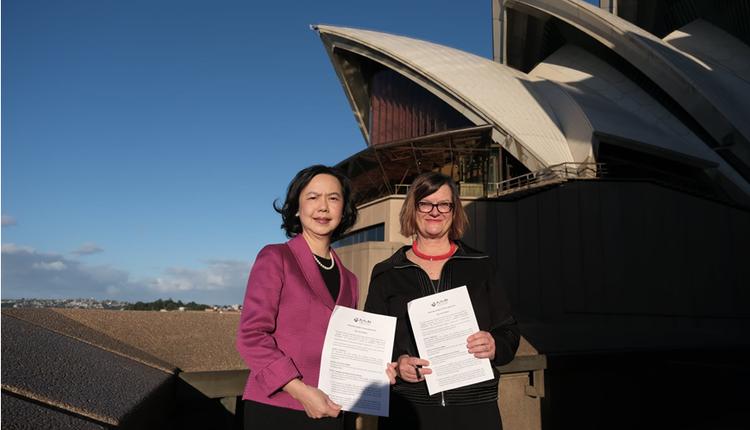驻雪梨台北经济文化办事处处长范惠君与雪梨歌剧院节目总监Fiona Winning