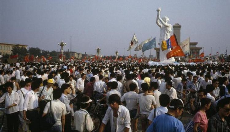 1989年5月30日,揭幕后的民主女神。