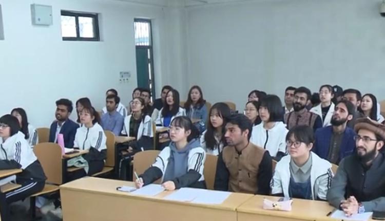 河北师范大学国际文化交流学院引发搭配学伴质疑
