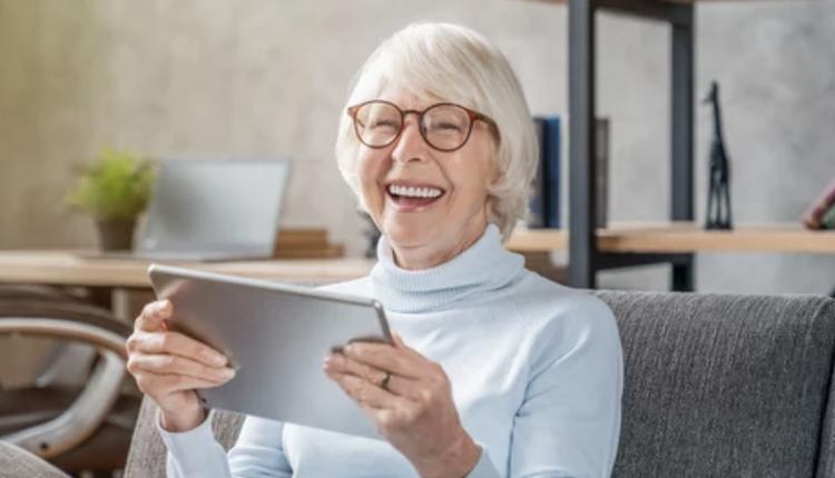 老年人,上网,电子产品,平板电脑