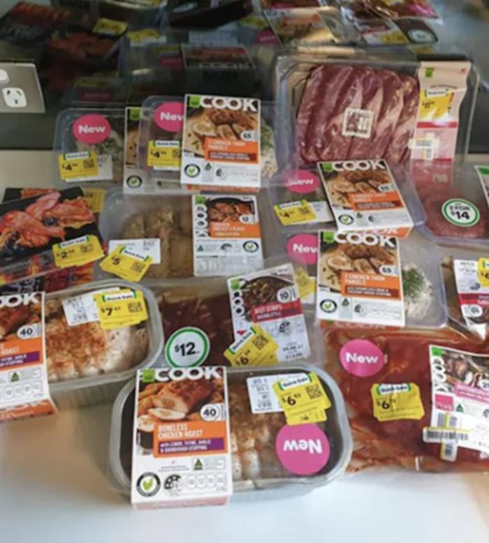 澳洲Woolworths超市一名顾客仅花费大约82澳元,就买到了价值160多澳元的肉类产品