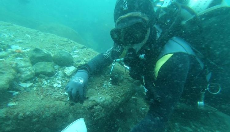 考古学家在新加坡海域发现两艘数百年历史的沉船,里面有大量瓷器和其他古物。