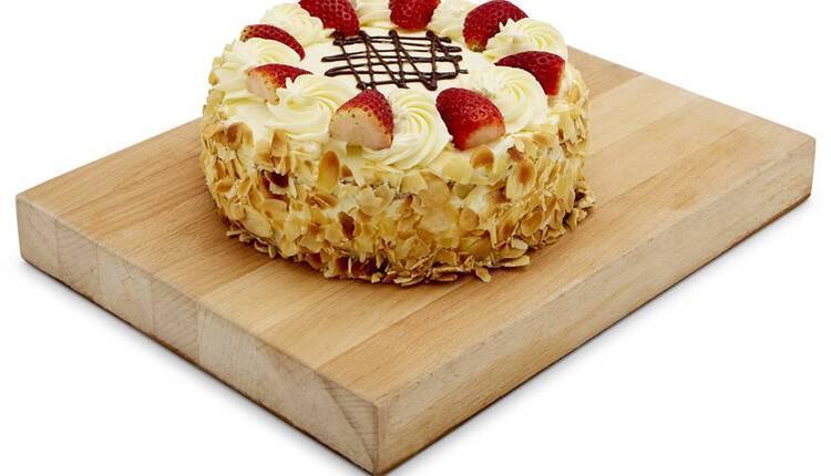 Woolworths草莓杏仁奶油蛋糕