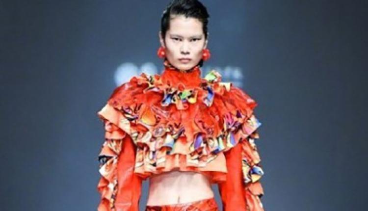时装展选用凤眼模特儿被批刻意辱华。