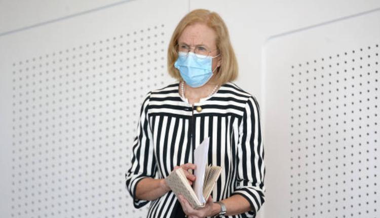 昆州首席卫生官员,Jeanette Young
