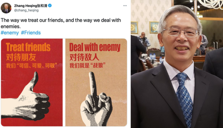 2021年6月24日,中国驻巴基斯坦文化参赞张和清(右)在推特上发推文和竖中指图片。