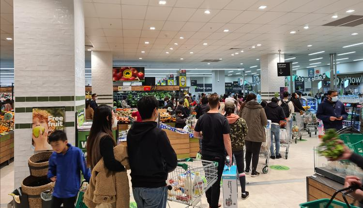澳洲疫情 Woolworths 排队 购物