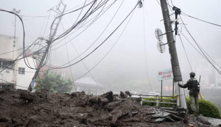 日本静冈县伊豆山区3日发生泥石流