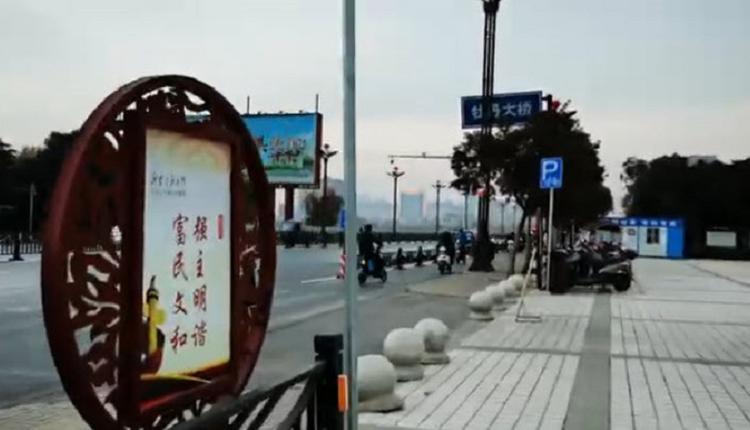 河南洛阳男子当街械斗 致1死3伤