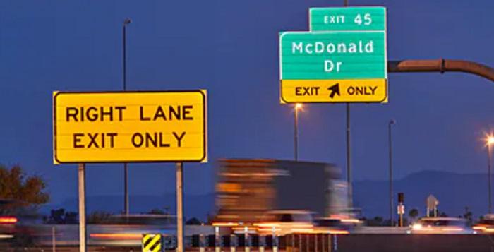 公路标志上的反光板