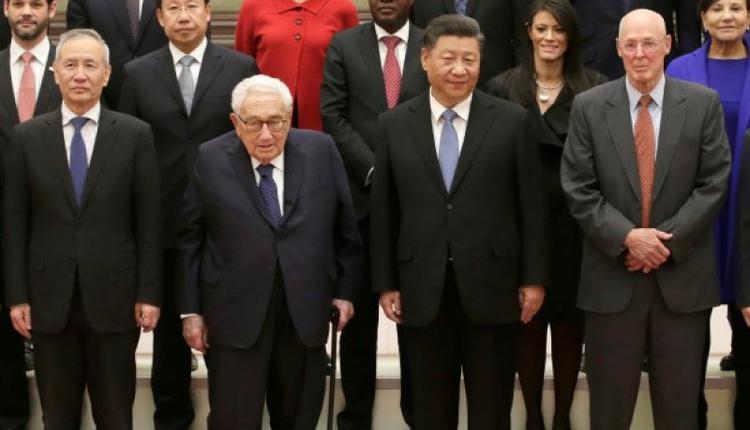 习近平在人民大会堂会见出现新经济论坛的美国前国务卿亨利·基辛格