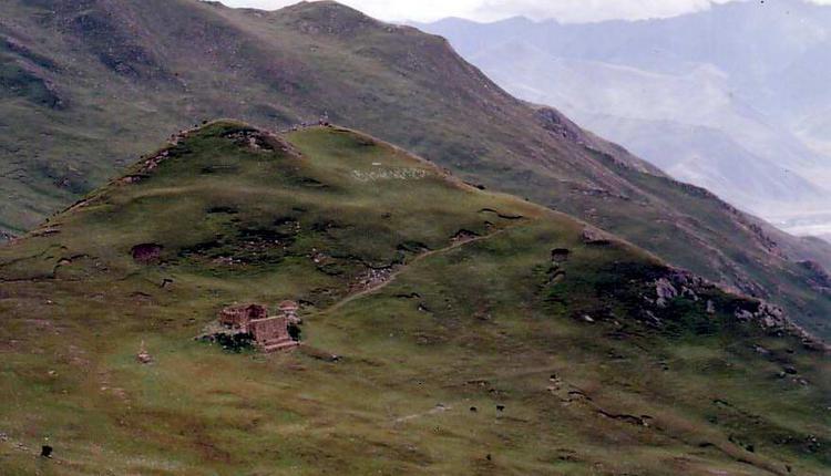 西藏扎叶巴寺的天葬台