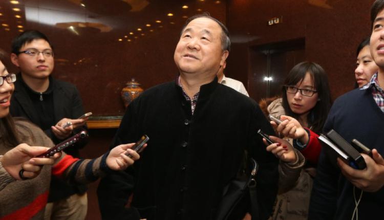 2014年3月4日,在人民大会堂参加中国两会的莫言