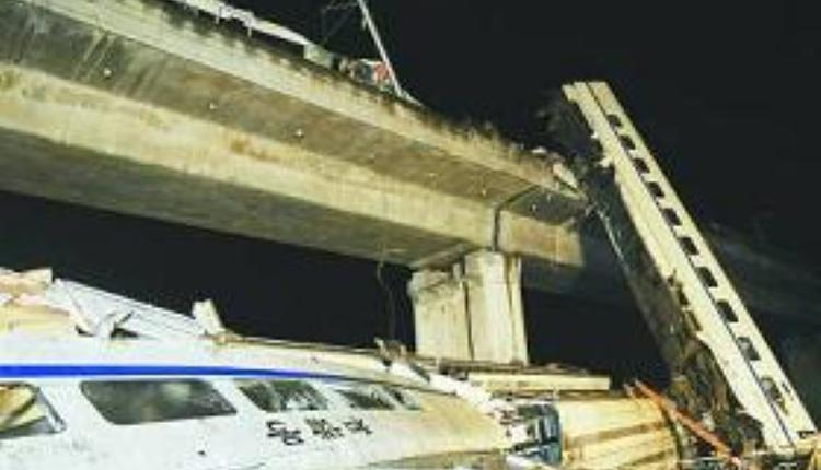 10年前温州高铁事故现场