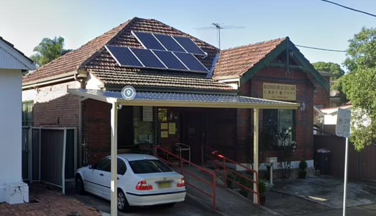 悉尼西南区Campsie的Blessed Health Care诊所一直在收取疫苗接种咨询和登记费用。