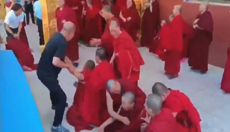 网曝贪图寺内捐款 甘肃政府暴力逼僧还俗(视频)
