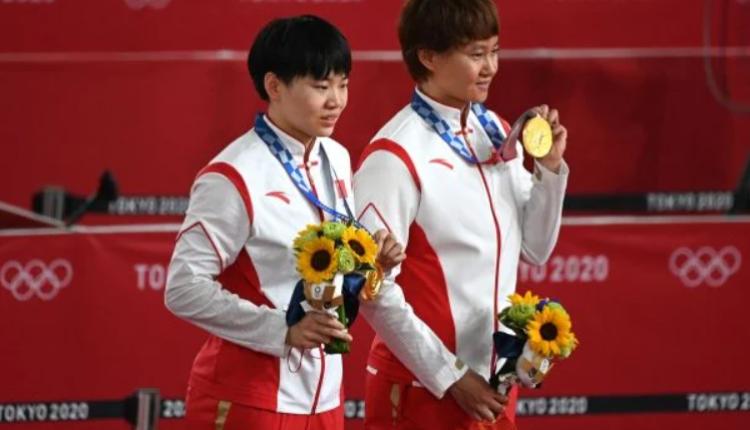 中国自行车女子团体冠军得主,竟违反奥委会规定,佩戴毛泽东徽章上台领奖