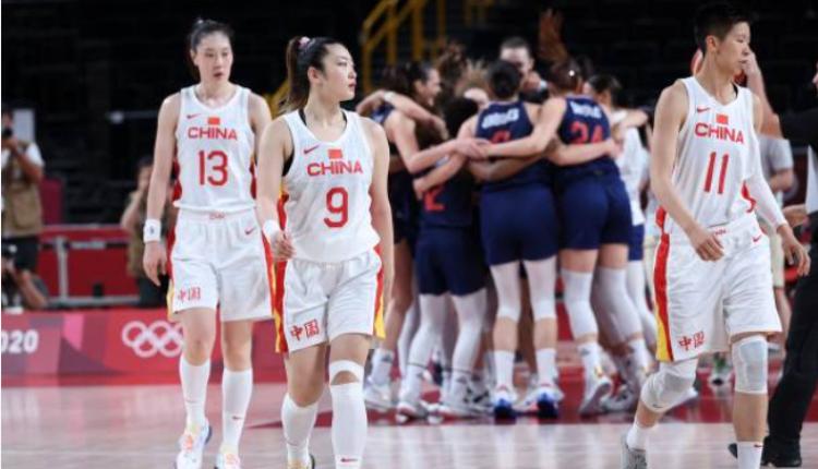 中国女篮对战塞尔维亚失利