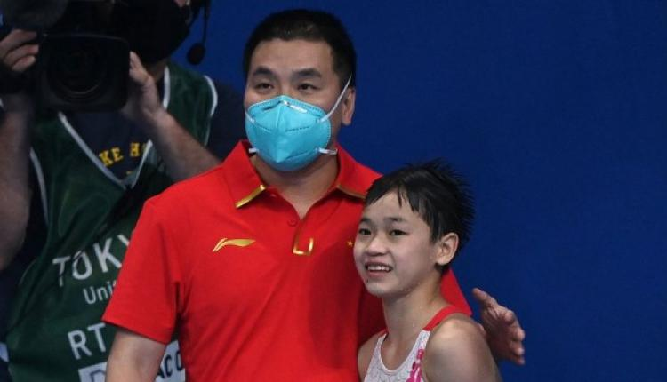 教练和14岁的女子10米跳台冠军全红婵