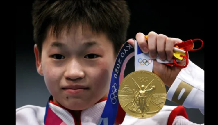 14岁女孩全红婵在东奥女子跳水10公尺跳台项目中夺金