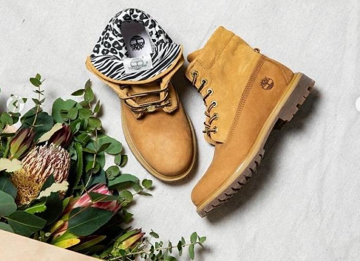 黄色卷筒靴