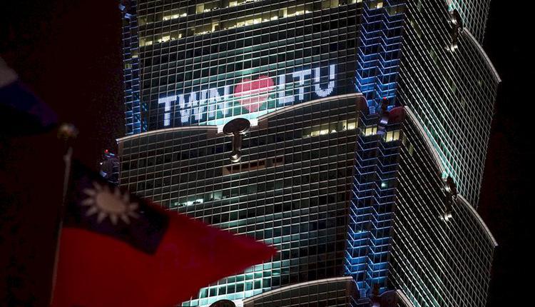 图为7月31日立陶宛捐赠2万剂疫苗抵台,台北101大楼打字点灯表达感谢心意。