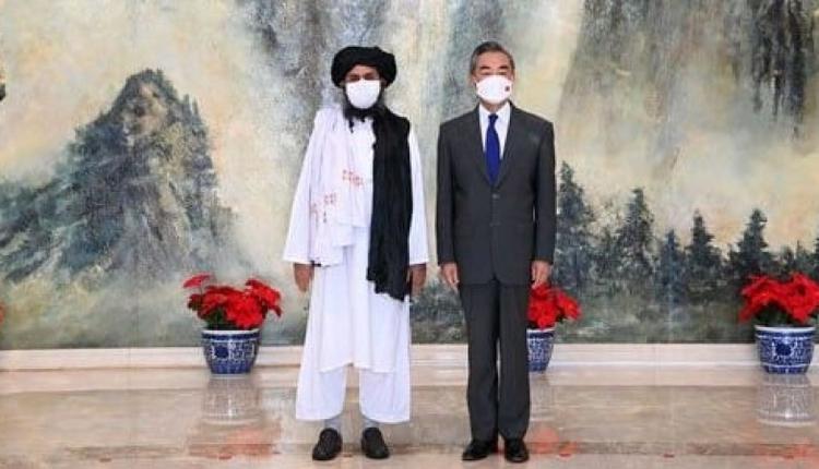 阿富汗塔利班高层领袖访问中国,并与中国外交部长王毅举行会面。