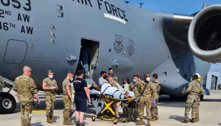 逃难中新生命降临 阿富汗孕妇在美国军机上产女