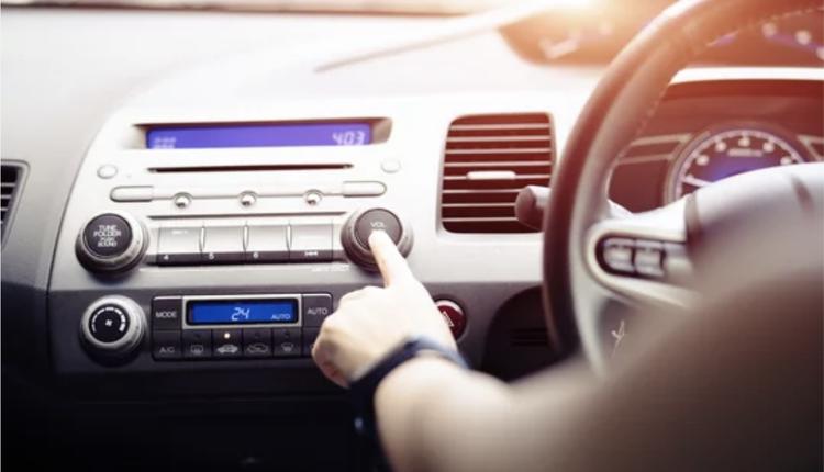 开车听音乐,交通规则