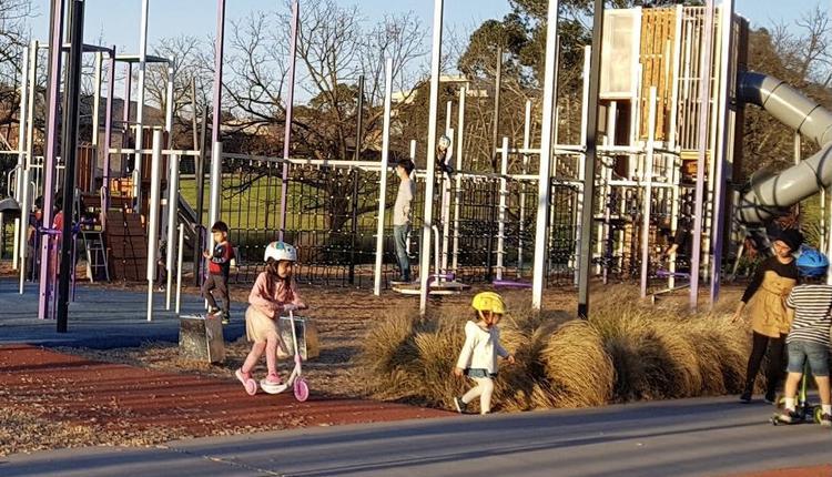 墨尔本公园 孩子玩耍 澳洲 儿童 澳洲疫情