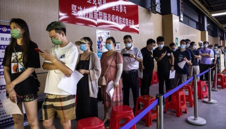 中国民众排队接种疫苗  示意图