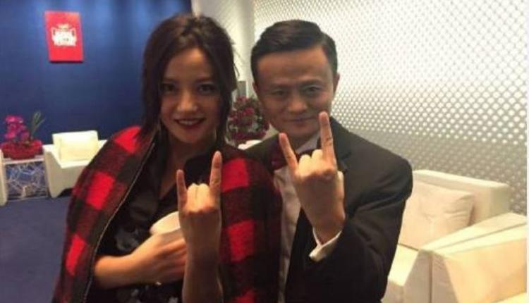 中国艺人赵薇(左)与阿里巴巴创办人马云(右)常有互动。