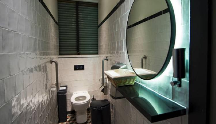 拱廊商场的厕所