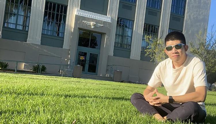 2021年8月27日,范志浩在南加州帕萨迪纳的PCC社区大学。