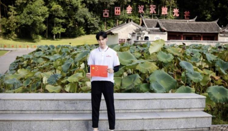 唐禹哲秀出参访红色根据地照片