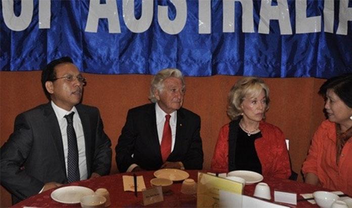 """2013年11月8日,一场""""感谢澳洲,纪念中国大陆人士定居澳洲二十周年""""为主题的活动展开"""
