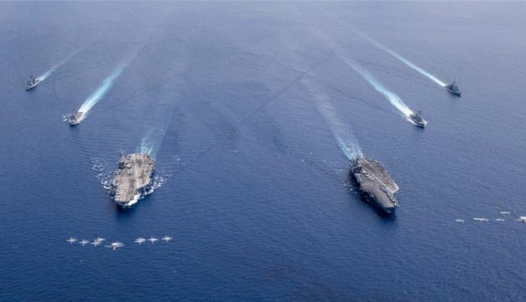 美國航母里根號和尼米茲號在南海航行